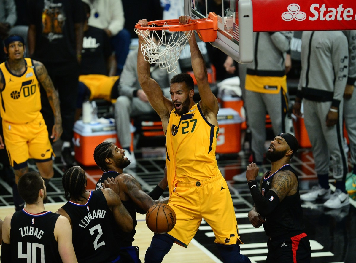 Rudy Gobert (27) dunks over the Los Angeles Clippers