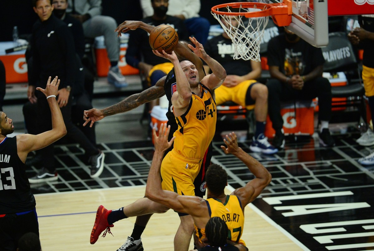 Bojan Bogdanovic (44) shoots over the Los Angeles Clippers