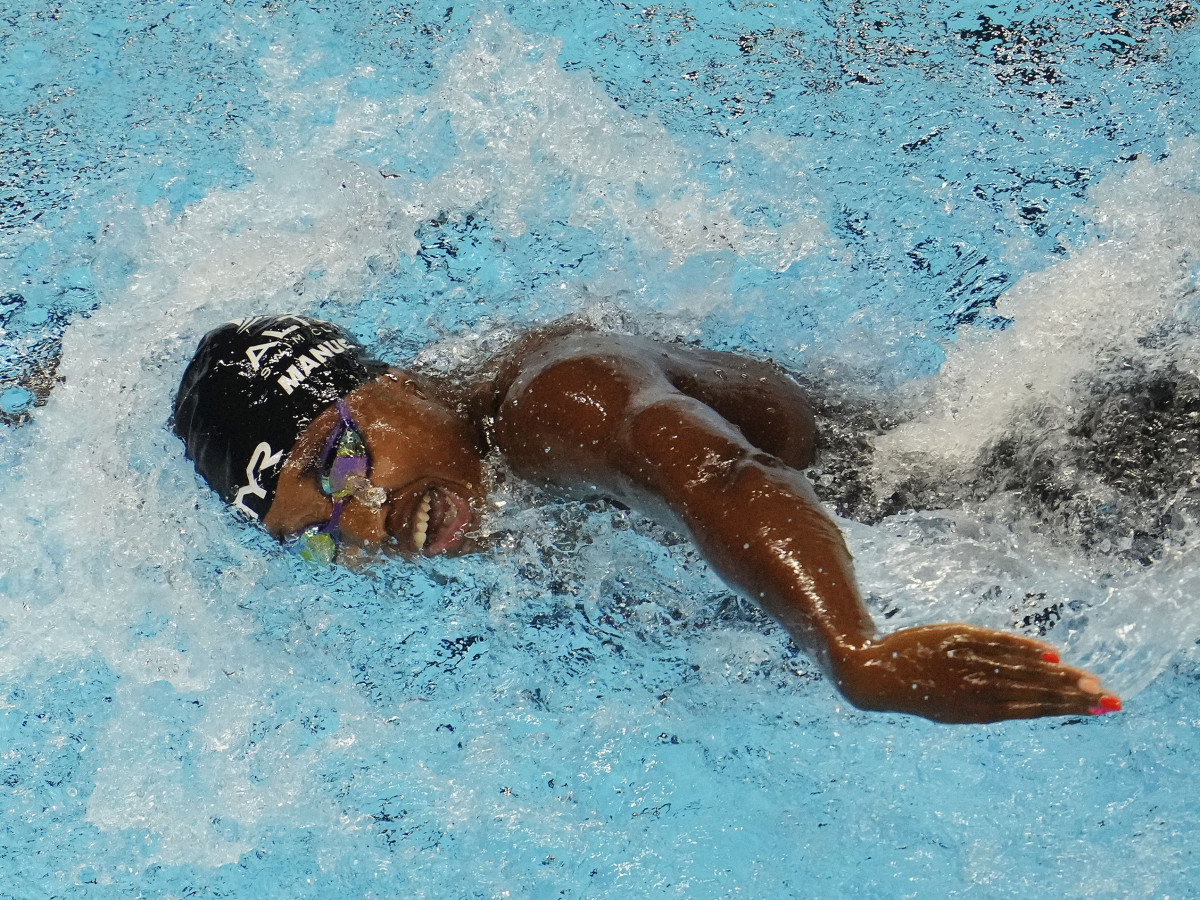 Simone Manuel swims in the Women s 100m Freestyle prelims during the U.S. Olympic Team Trials Swimming competition at CHI Health Center Omaha.