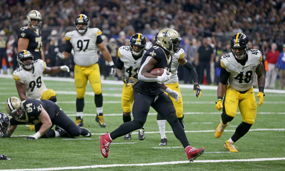 New Orleans Saints running back Alvin Kamara (41) scores a touchdown against the Pittsburgh Steelers. Mandatory Credit: Chuck Cook-USA TODAY Sports