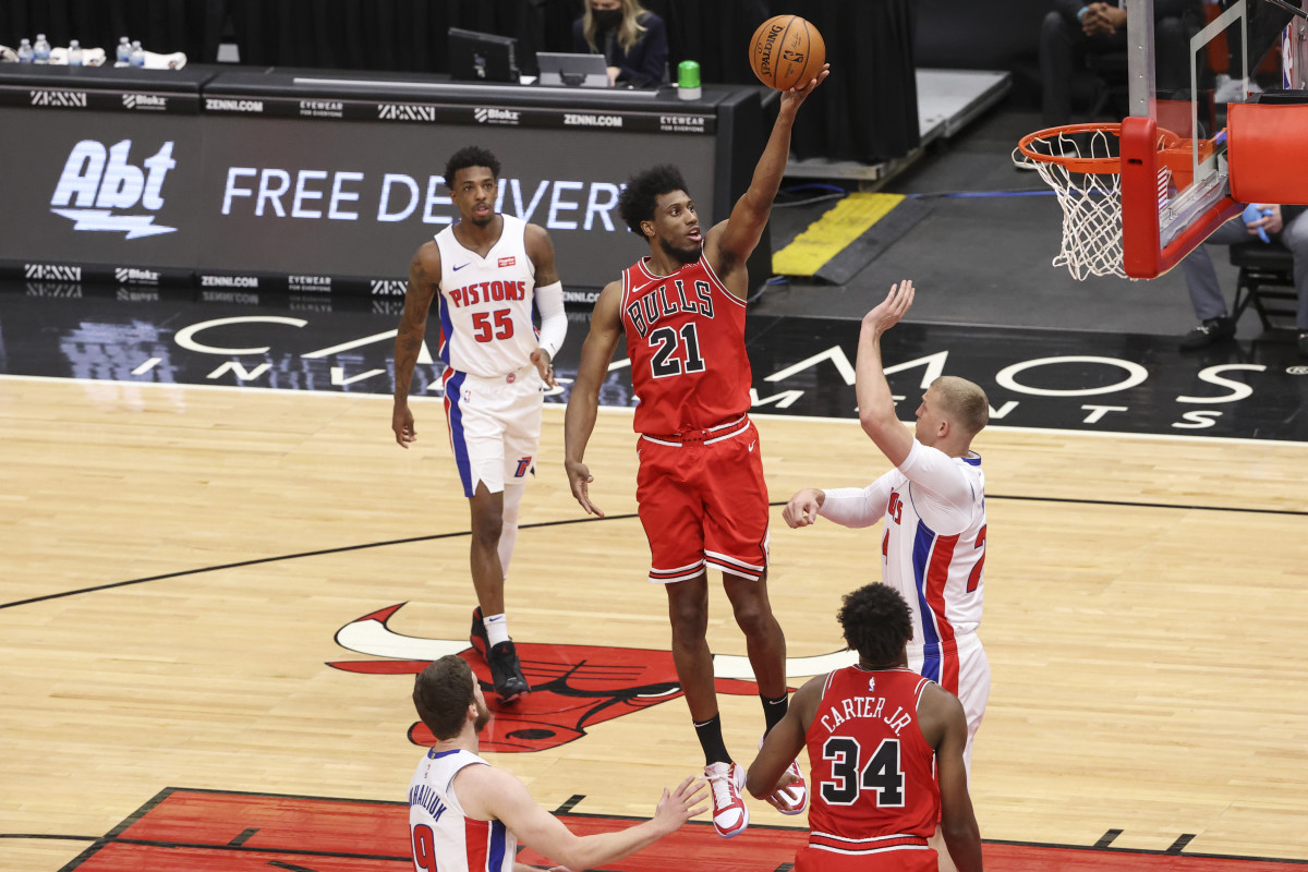 Feb 17, 2021; Chicago, Illinois, USA; Chicago Bulls forward Thaddeus Young (21) goes to the basket against Detroit Pistons center Mason Plumlee (24) during the first half of an NBA game at United Center. Mandatory Credit: Kamil Krzaczynski-USA TODAY Sports