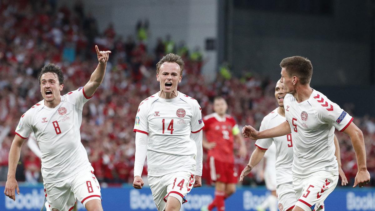 Mikkel Damsgaard scores for Denmark