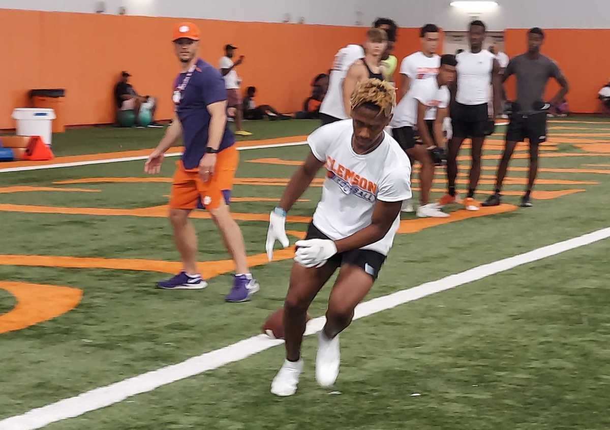 2023 WR Omaree Walker works out in Clemson at one of Dabo Swinney's high school camps