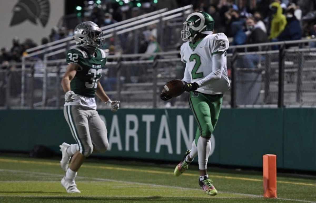 Jadyn Marshall scores a touchdown against the national powerhouse De la Salle Spartans.