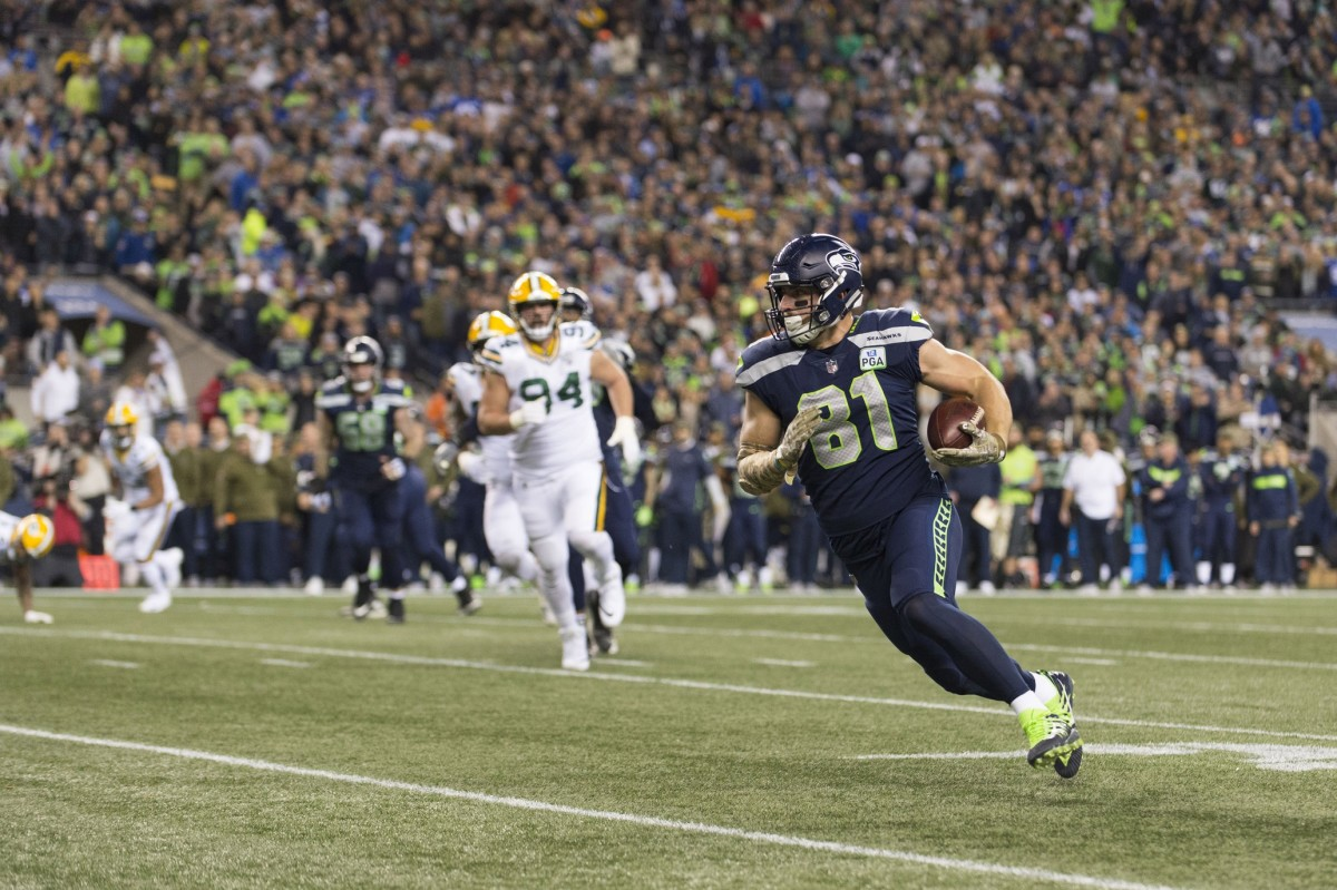 Seattle Seahawks tight end Nick Vannett (81) runs the ball after making a catch against the Green Bay Packers. Mandatory Credit: Steven Bisig-USA TODAY Sports