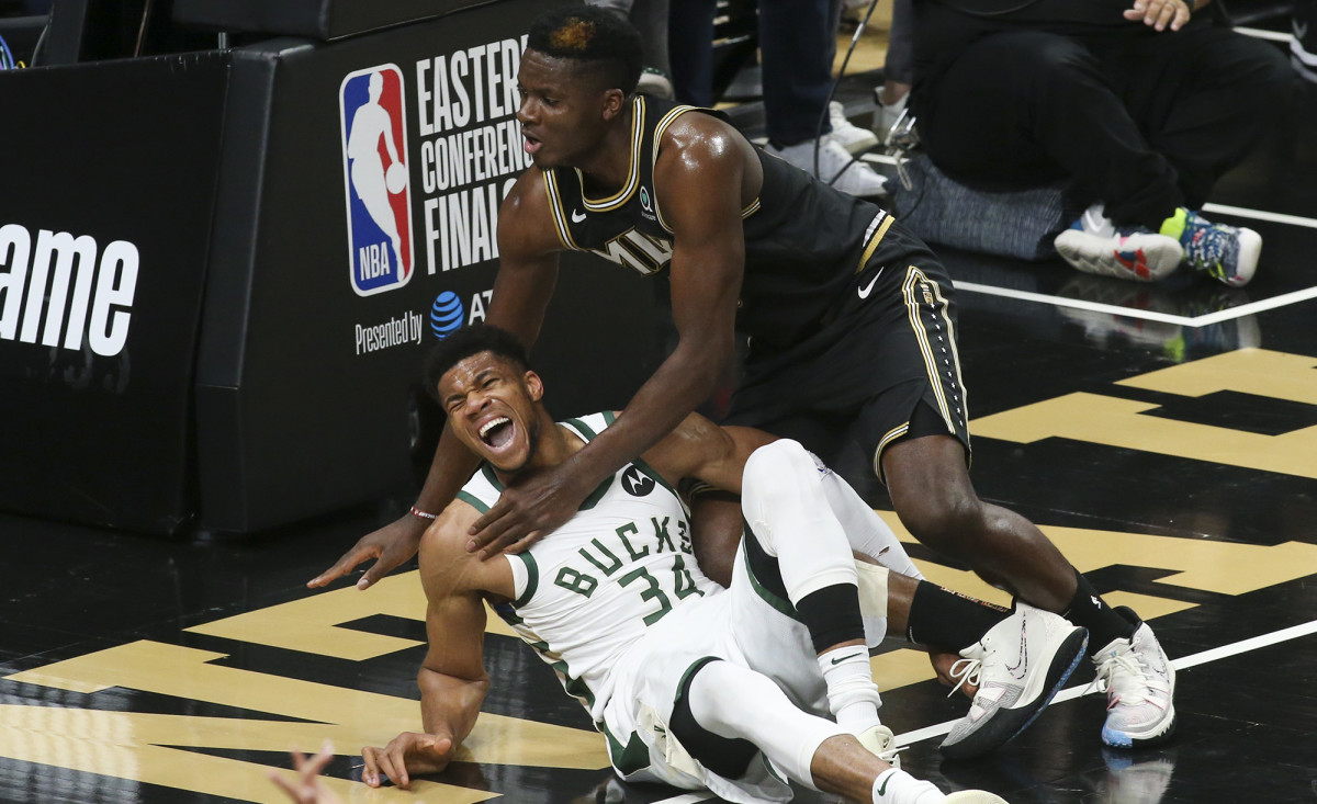 Antetokounmpo exited Game 4 with the Bucks trailing the Trae-less Hawks 62–52.