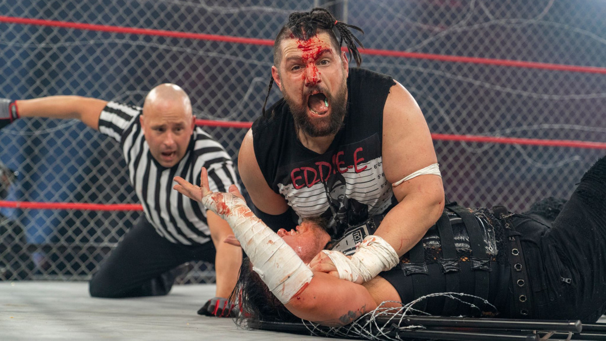 A bloody Eddie Edwards pins Sami Callihan