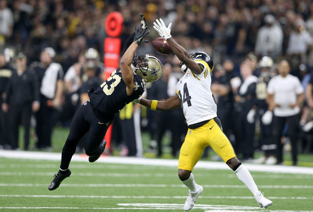 New Orleans Saints cornerback Marshon Lattimore (23) breaks up a pass intended for Pittsburgh Steelers receiver Antonio Brown (84). Mandatory Credit: Chuck Cook-USA TODAY