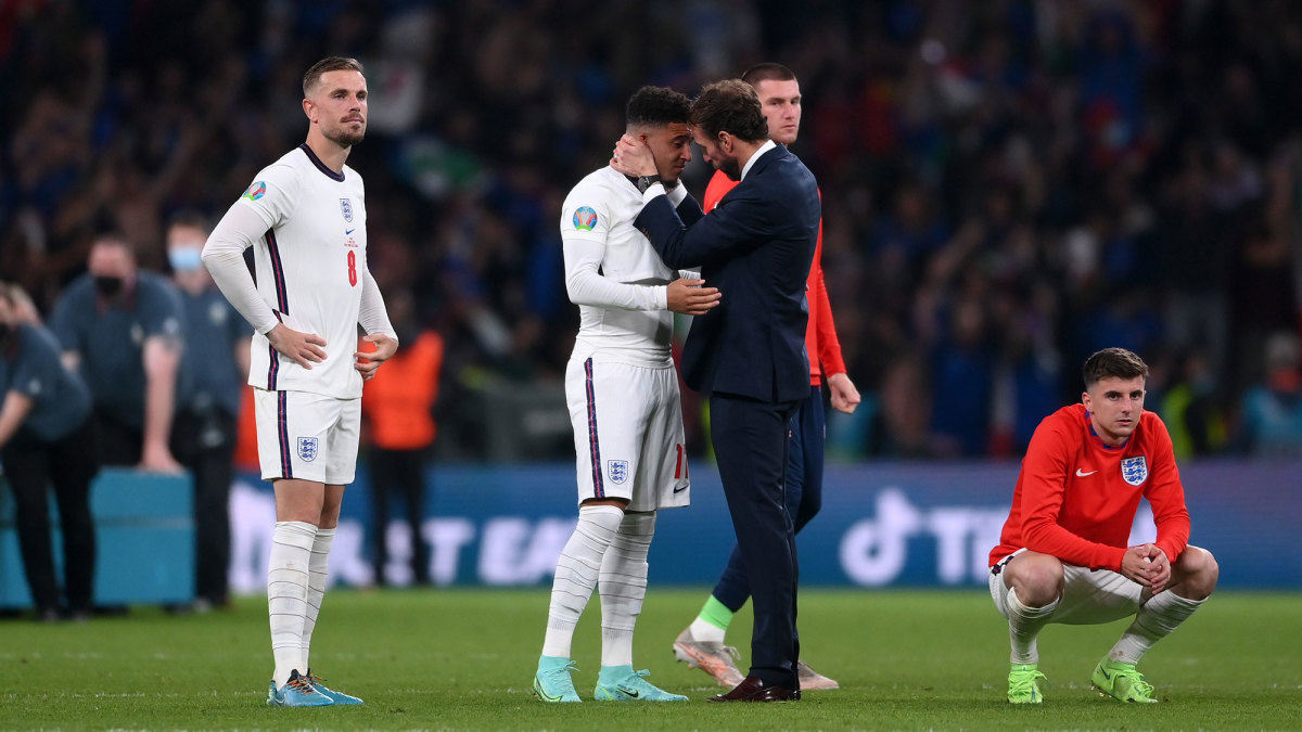 Gareth Southgate consoles Jadon Sancho after England's penalty kick defeat to Italy