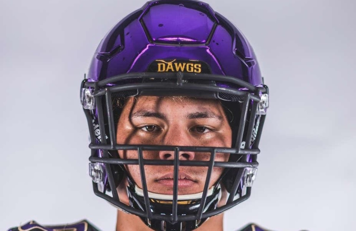 Julius Buelow brings a 6-foot-8, 330-pound frame to the Huskies.