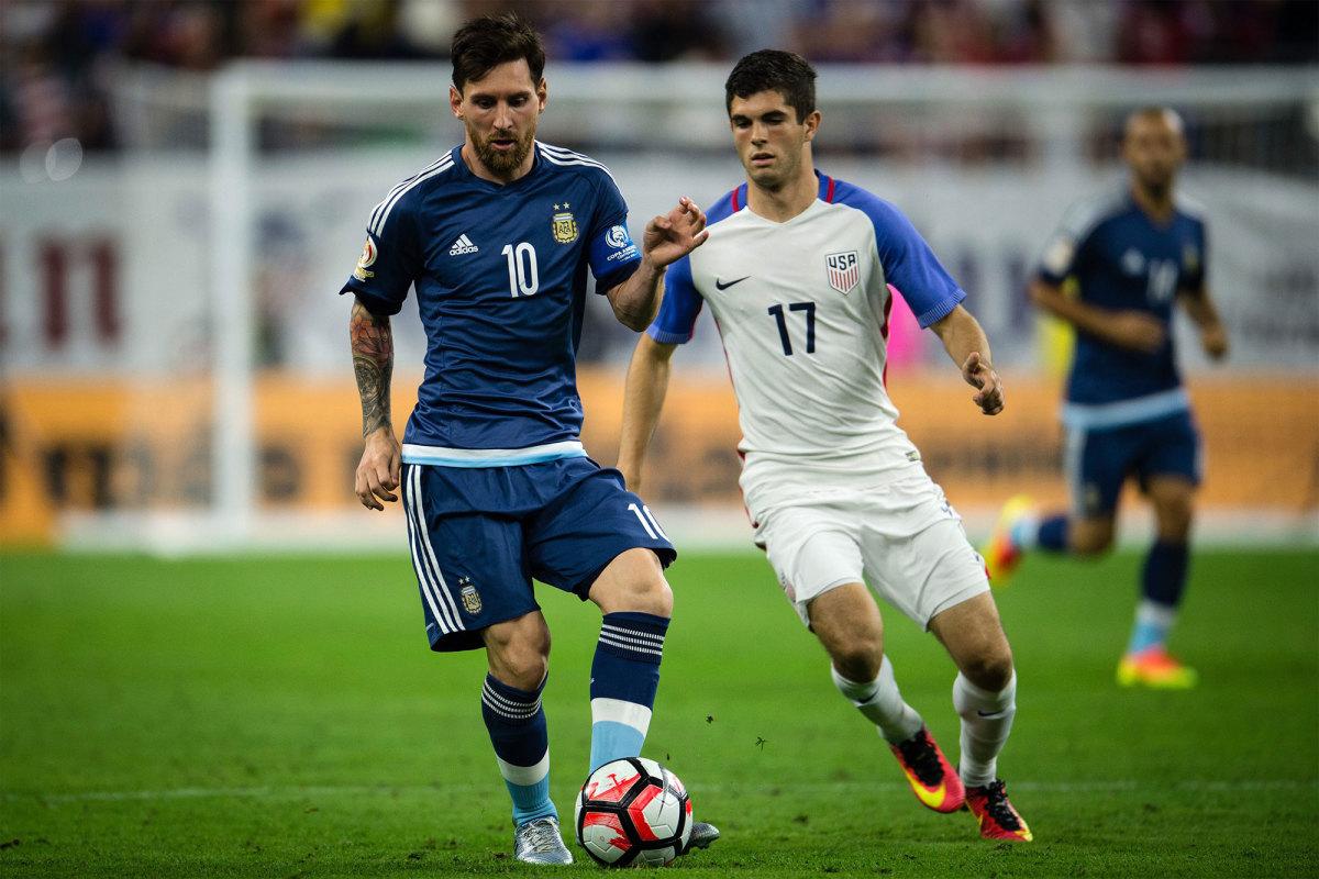 Argentina and the USA in the 2016 Copa America Centenario semifinals