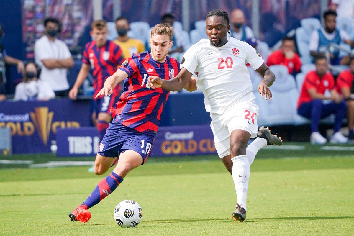 USA's James Sands and Canada's Ayo Akinola at the Concacaf Gold Cup