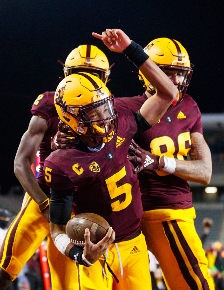 Daniels celebrates with teammates in a game against the Arizona Wilcats.