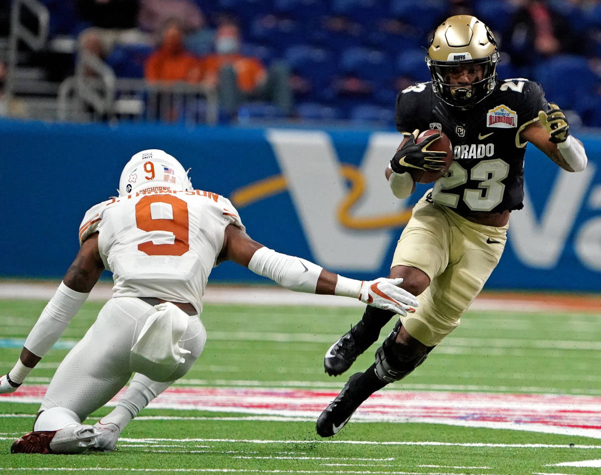 Broussard carries the ball against the Texas Longhorns in the Valero Alamo Bowl.
