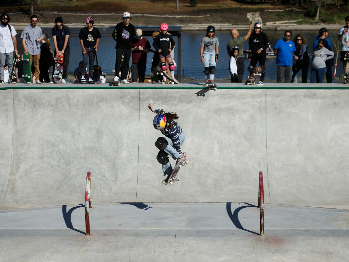 Brighton Zeuner-skateboarding