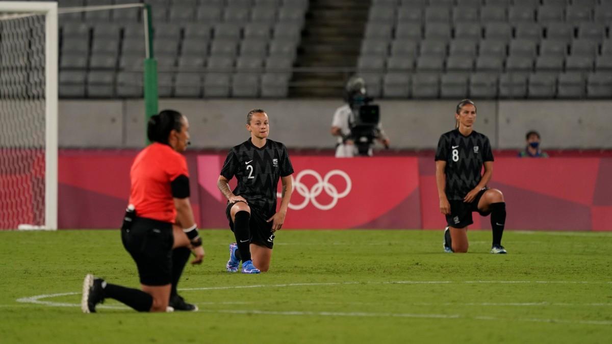 kneeling-athletes-tokyo-olympics