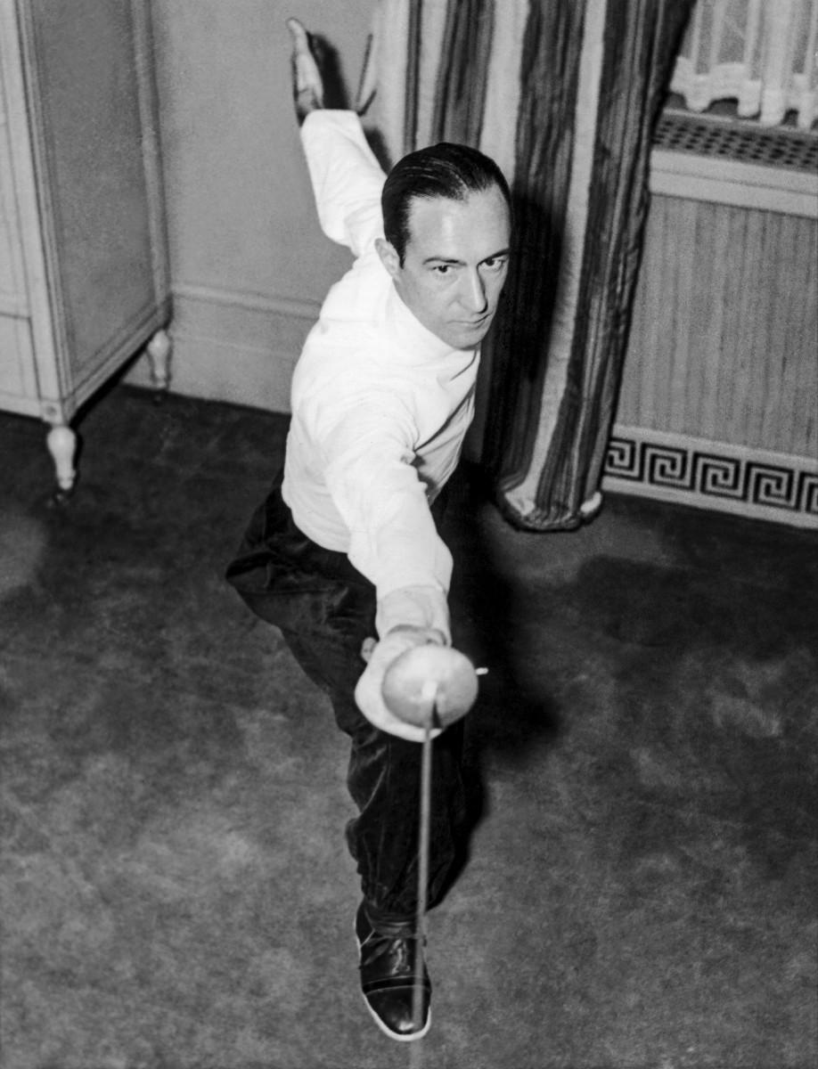 Aldo Nadi, world champion, training in 1935.