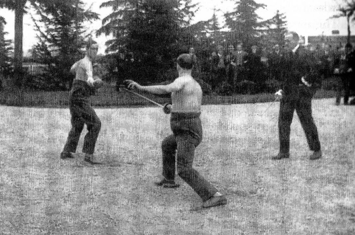 Aldo (left) dueling with the journalist Cotronei in Milan, in 1924.