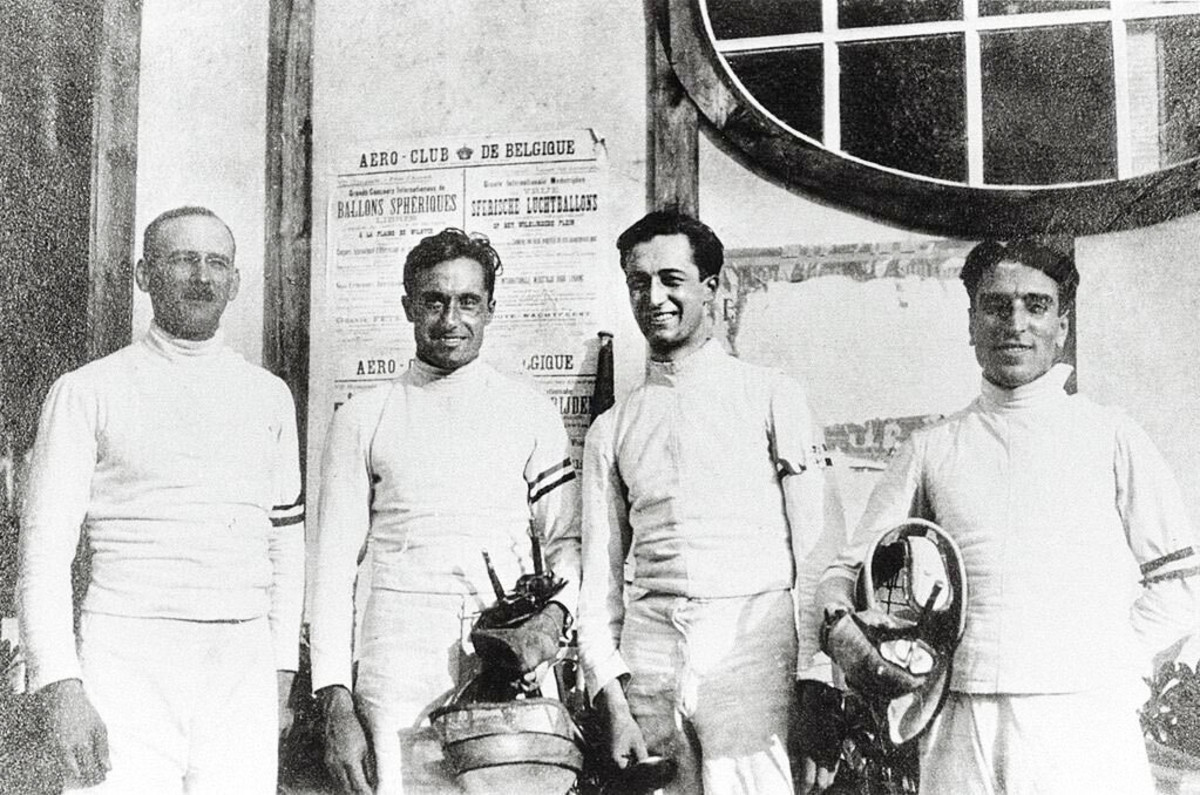 Italy's 1920 Olympic fencing team in Antwerp, including (in the middle, from left) Aldo and Nedo Nadi.