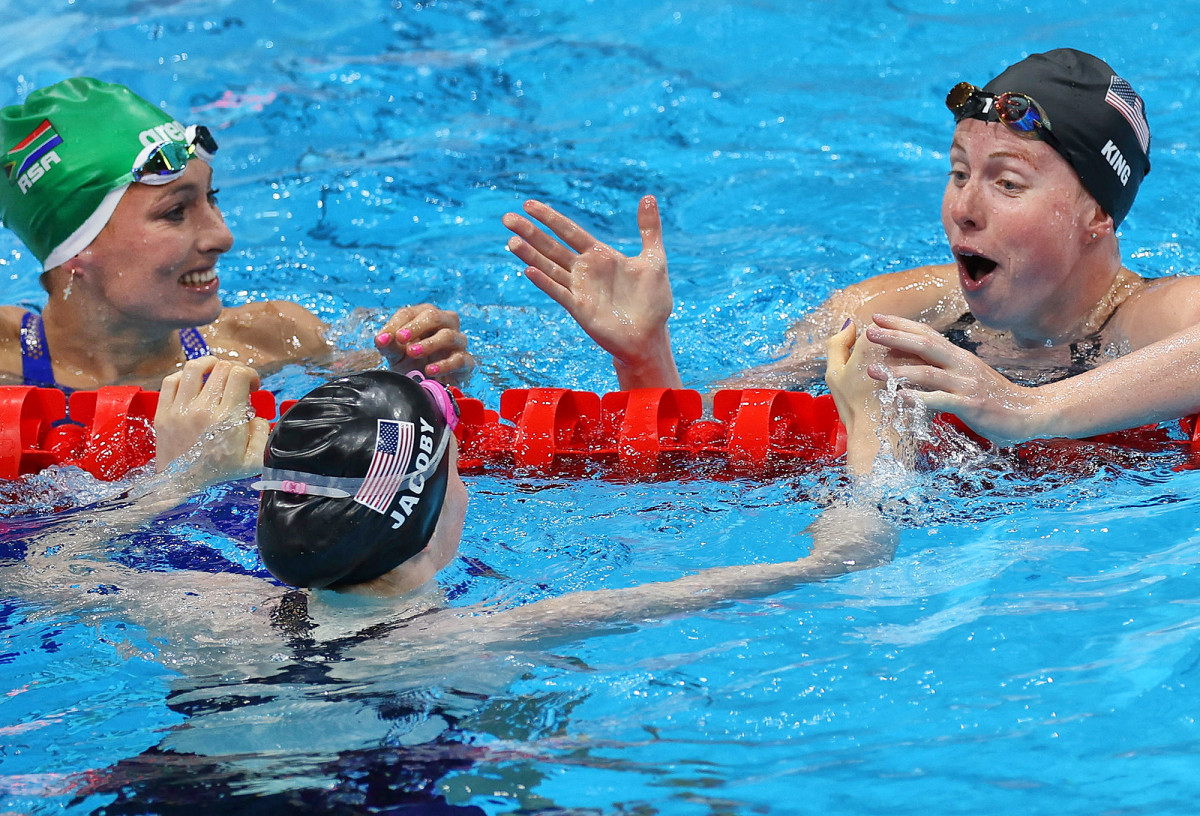 100-breaststroke-finish