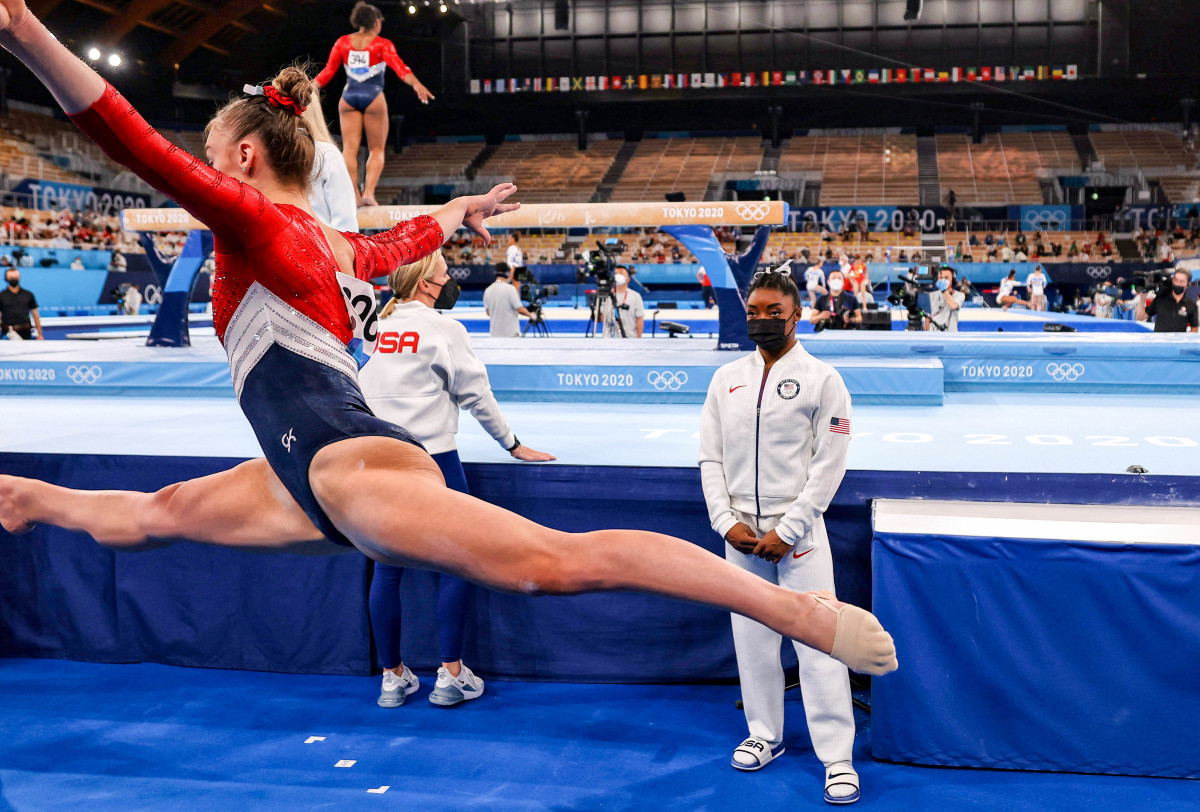biles-team-competition-si