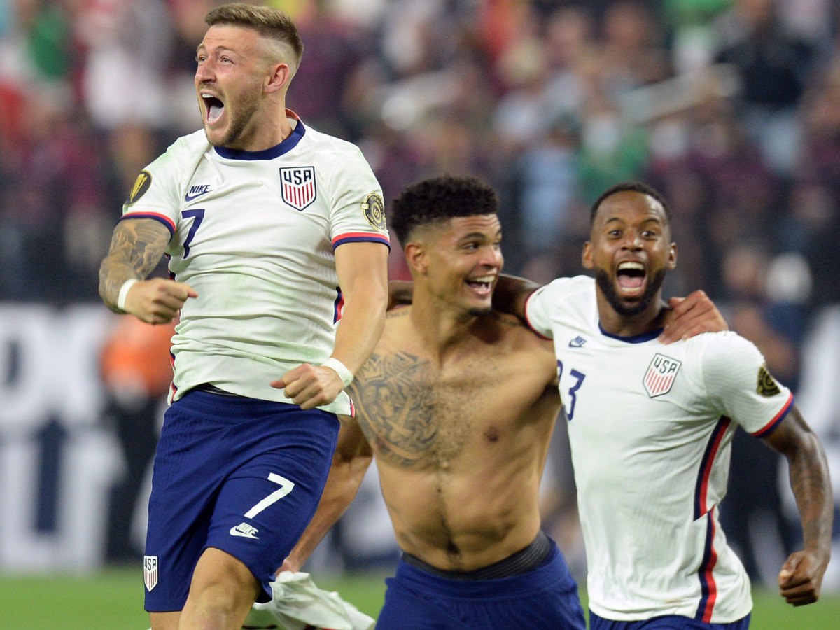 USMNT's Paul Arriola, Miles Robinson and Kellyn Acosta celebrate a Gold Cup triumph