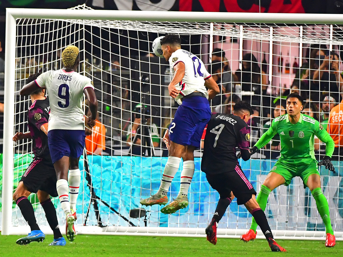 Miles Robinson scores for the USA vs. Mexico in the Gold Cup final