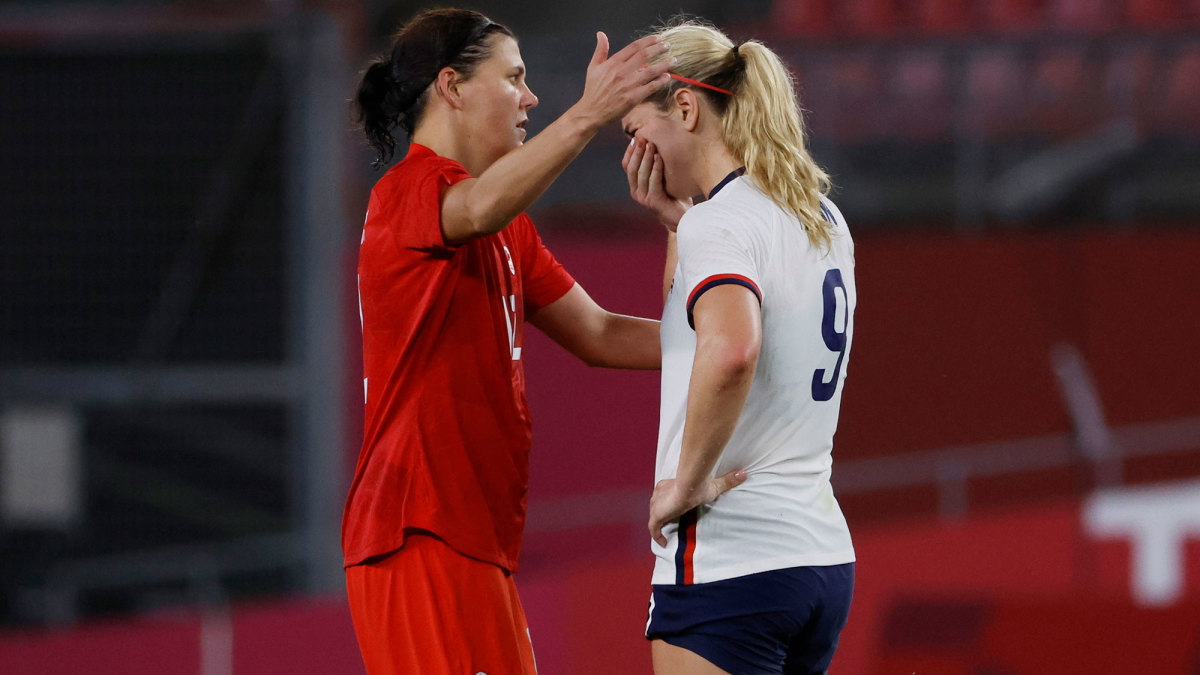 Canada's Christine Sinclair and USWNT's Lindsey Horan