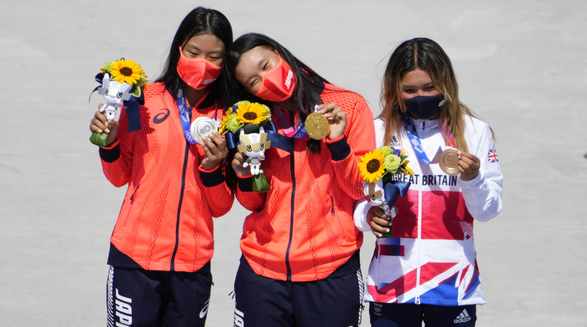 skateboard-park-medalists-tokyo