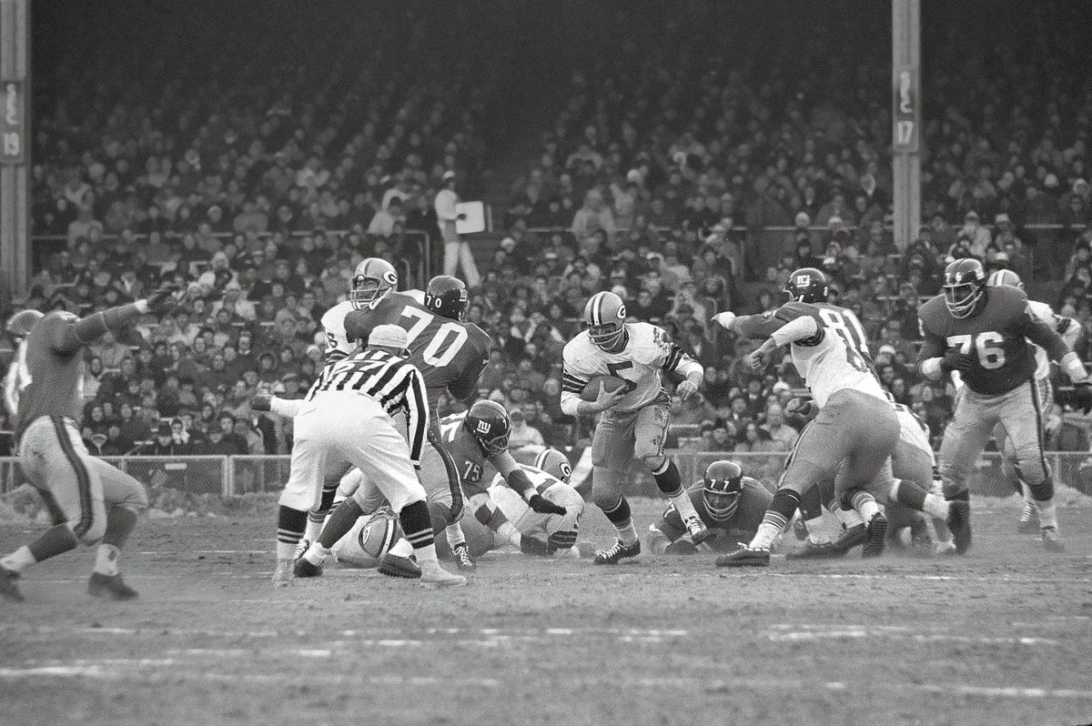 In the last game he would play before his exile, Hornung helped the Packers beat the Giants 16–7 and win their second straight championship.