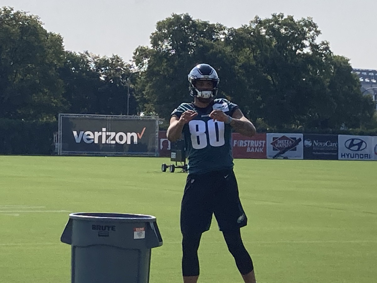 Eagles tight end Tyree Jakson works on his hands during a training camp practice