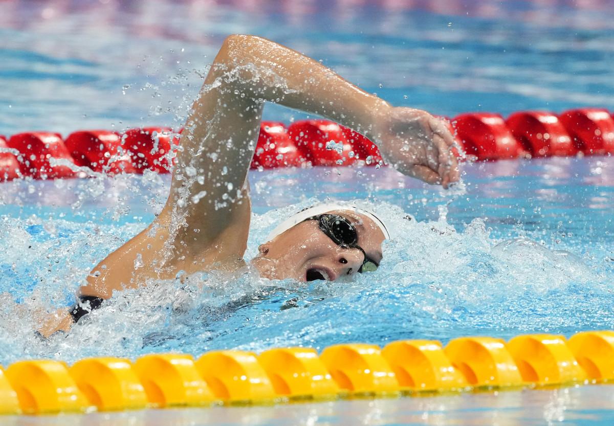 brooke-forde-swimming