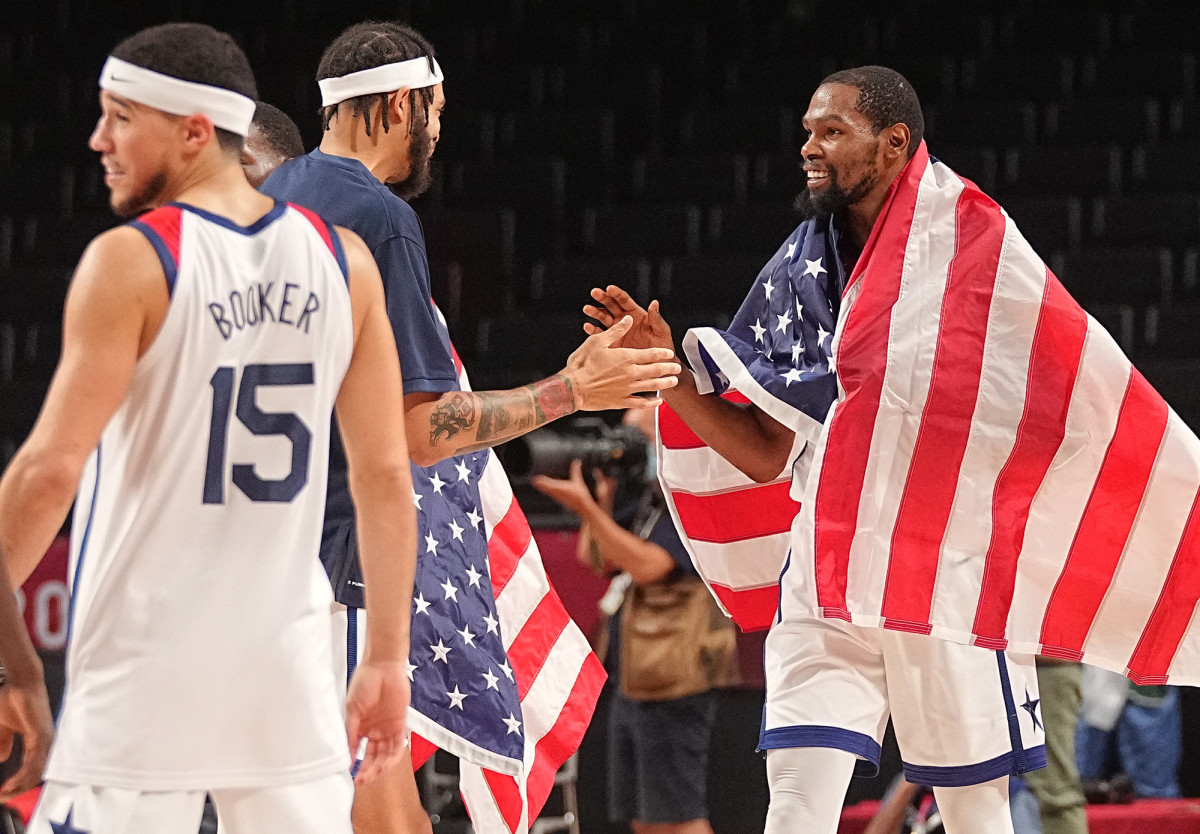 us-bball-celebrates-olympic-gold