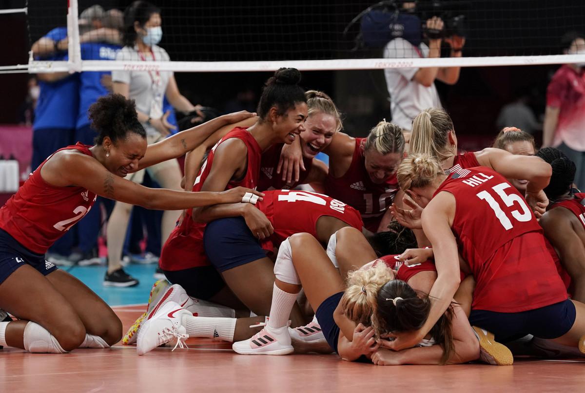 us-volleyball-celebration