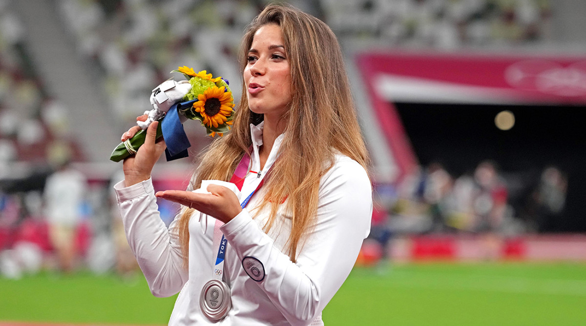 Lanzador de jabalina polaco subasta medalla de plata para pagar la cirugía cardíaca de un niño