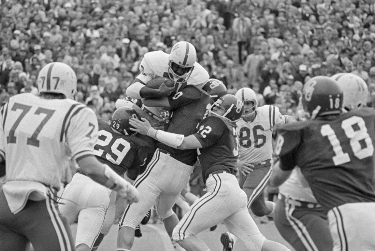 Johnny Rodgers carries against Oklahoma