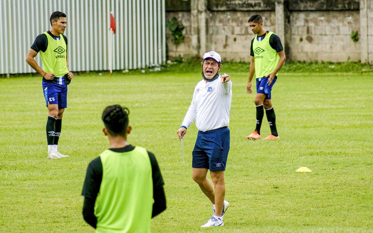 Former U.S. international Hugo Perez coaches El Salvador