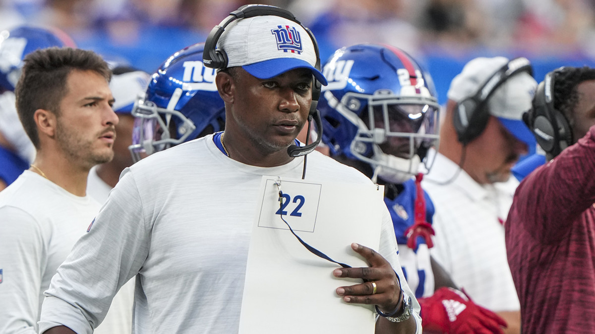 Giants defensive coordinator Patrick Graham looks at his call sheet during a game