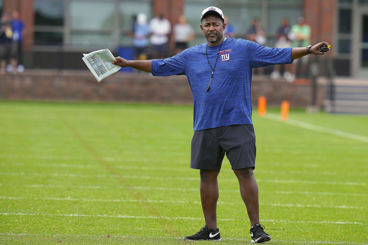 Giants defensive coordinator Patrick Graham signals to his team during training camp