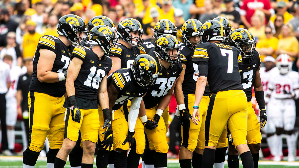 Iowa football gathers before a play vs. Indiana