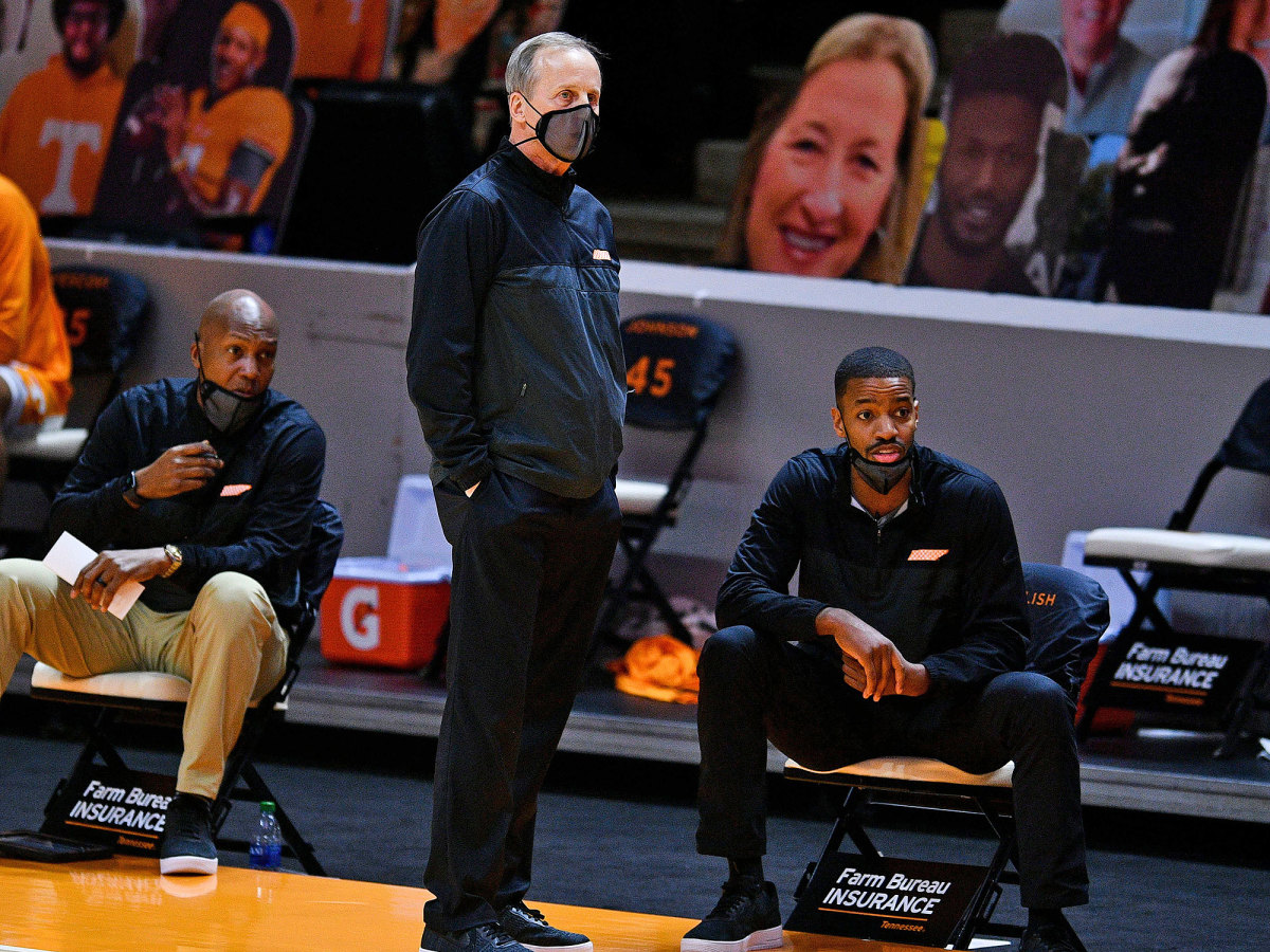 Rick Barnes and Kim English on the sidelines at Tennessee