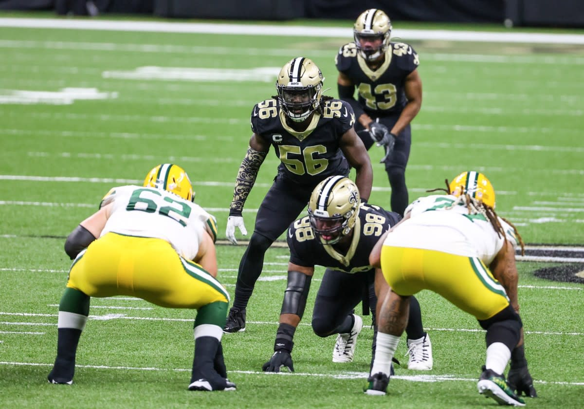New Orleans Saints LB Demario Davis (56) surveys the Green Bay offensive line. Credit: SI.COM/USA TODAY
