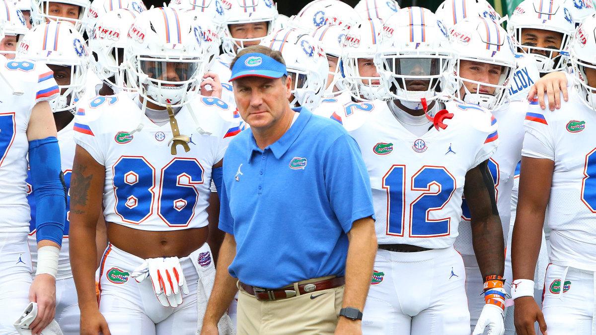 Florida coach Dan Mullen with his players pregame