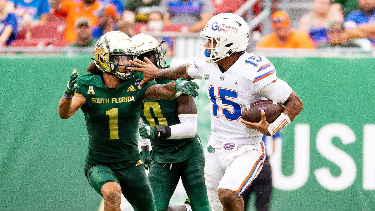 Florida QB Anthony Richardson stiff-arms a defender