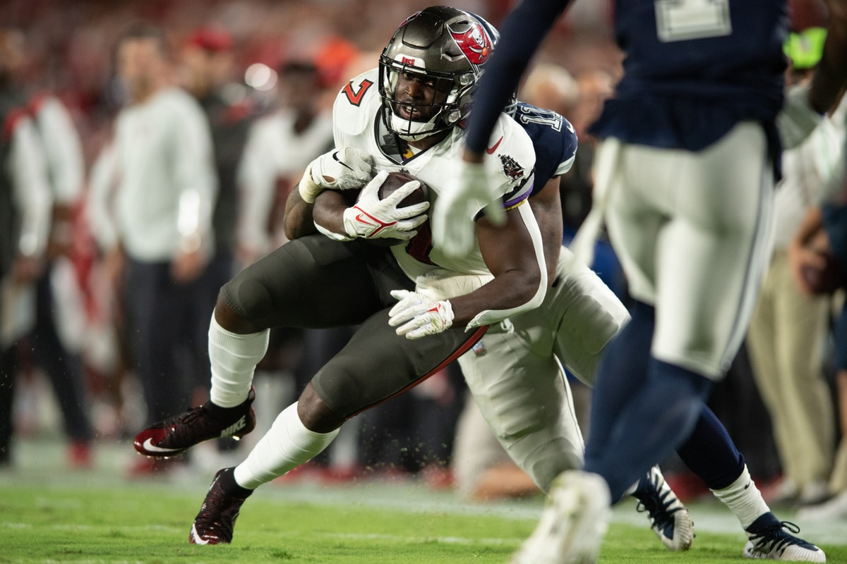 Sep 9, 2021; Tampa, Florida, USA; Tampa Bay Buccaneers running back Leonard Fournette (7) runs the ball against the Dallas Cowboys in the third quarter at Raymond James Stadium. Mandatory Credit: Jeremy Reper-USA TODAY Sports