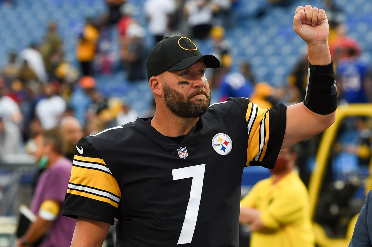 Sep 12, 2021; Orchard Park, New York, USA; Pittsburgh Steelers quarterback Ben Roethlisberger (7) gestures to the crowd following the game against the Buffalo Bills at Highmark Stadium. Mandatory Credit: Rich Barnes-USA TODAY Sports