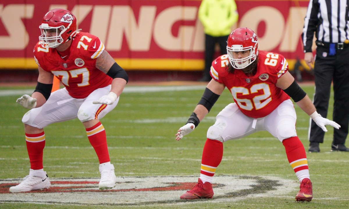 Kansas City Chiefs guard Andrew Wylie (77) and center Austin Reiter (62). Mandatory Credit: Denny Medley-USA TODAY Sports