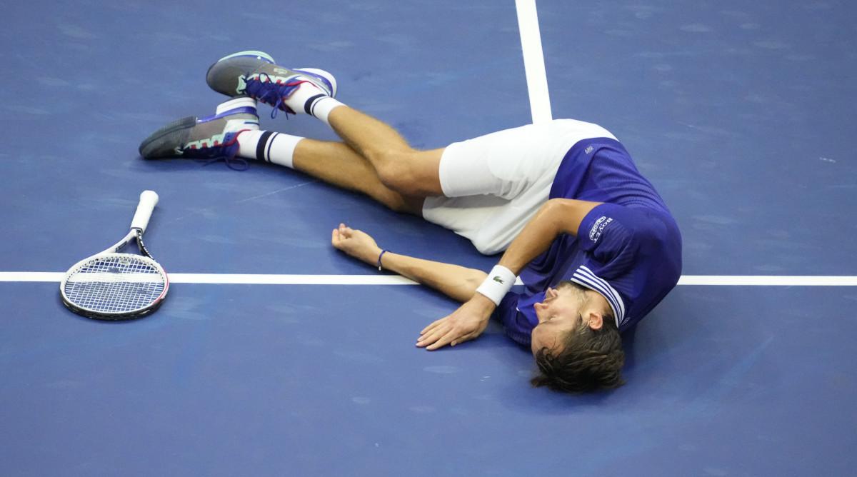 Daniil Medvedev wins the 2021 U.S. Open men's singles
