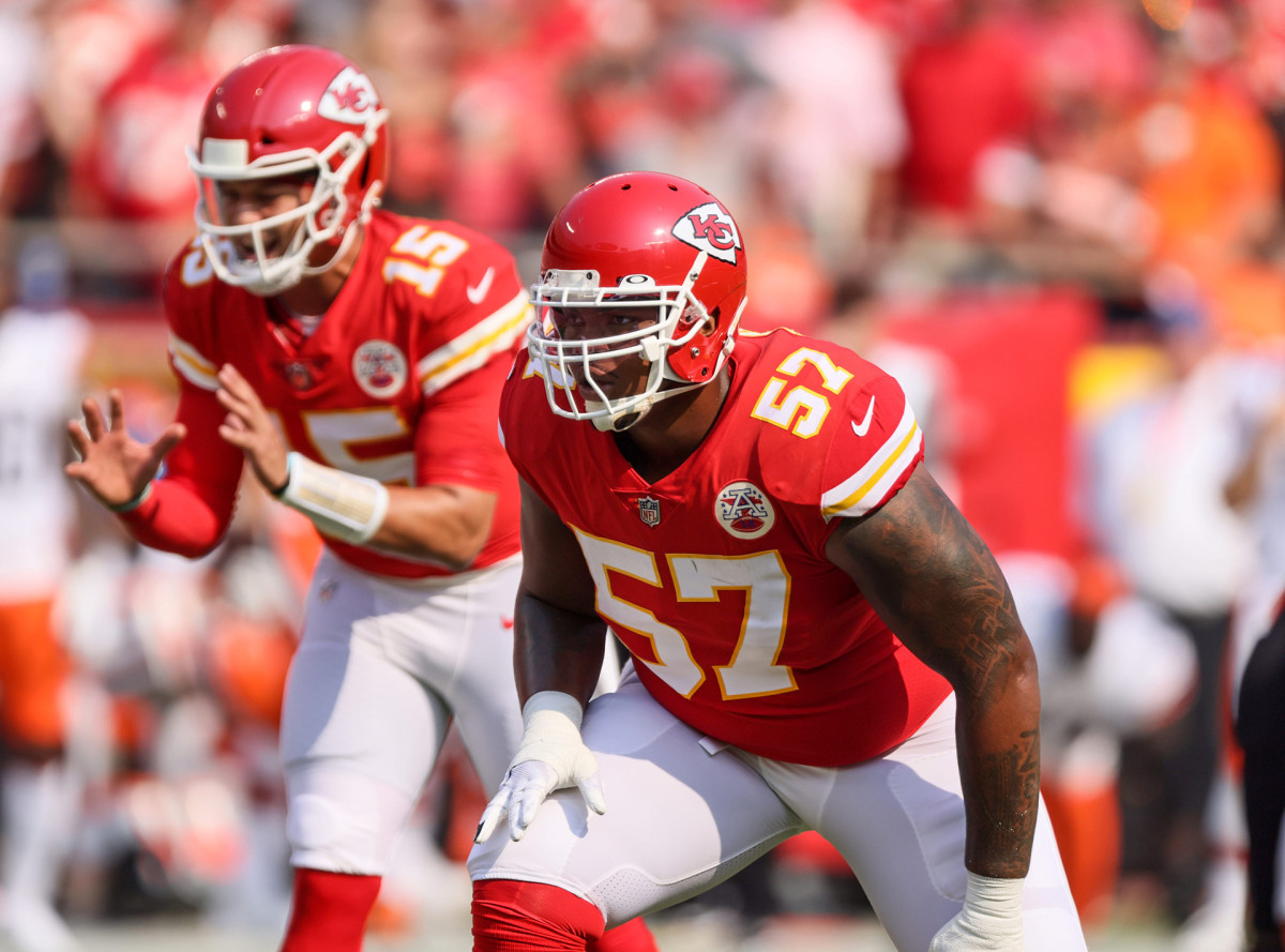 Orlando Brown Jr. lines up for a play in front of Patrick Mahomes during the Chiefs season-opening game against Cleveland
