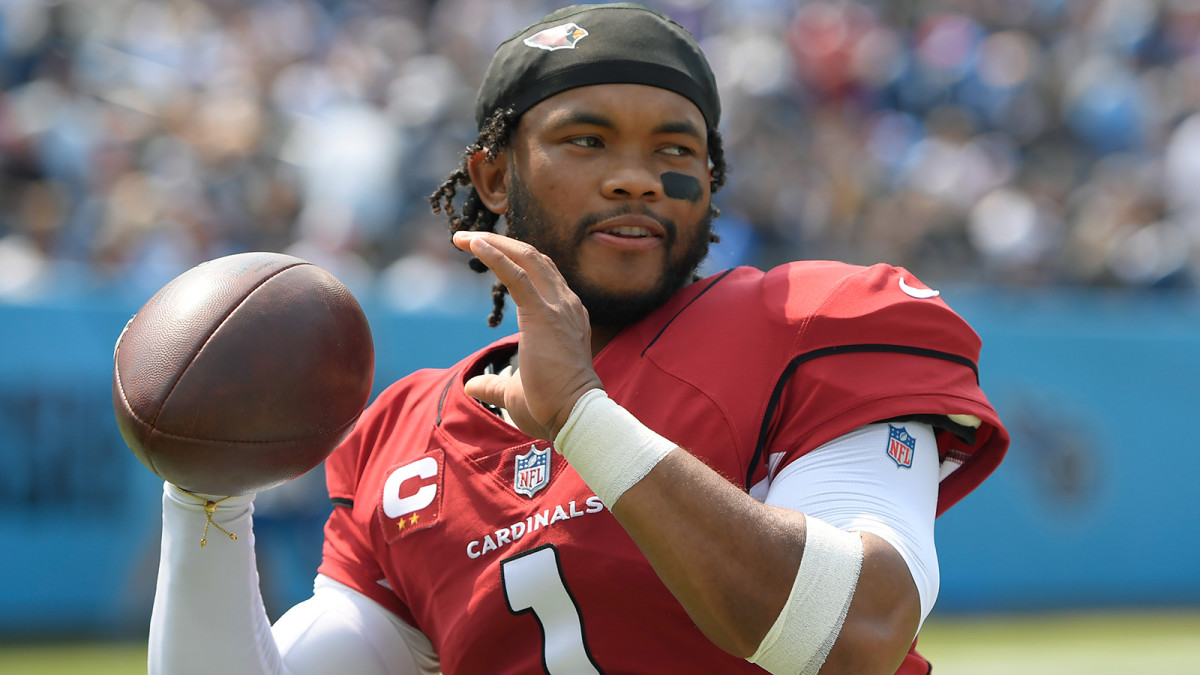 Arizona Cardinals quarterback Kyler Murray (1) warms up against the Tennessee Titans